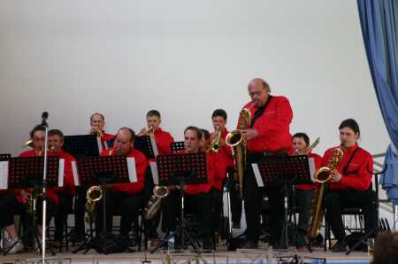 Nou's Hot Big Band
